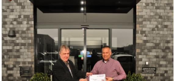 Kerstdonatie 2013 officieel overhandigd aan Stichting Dalen Promotie